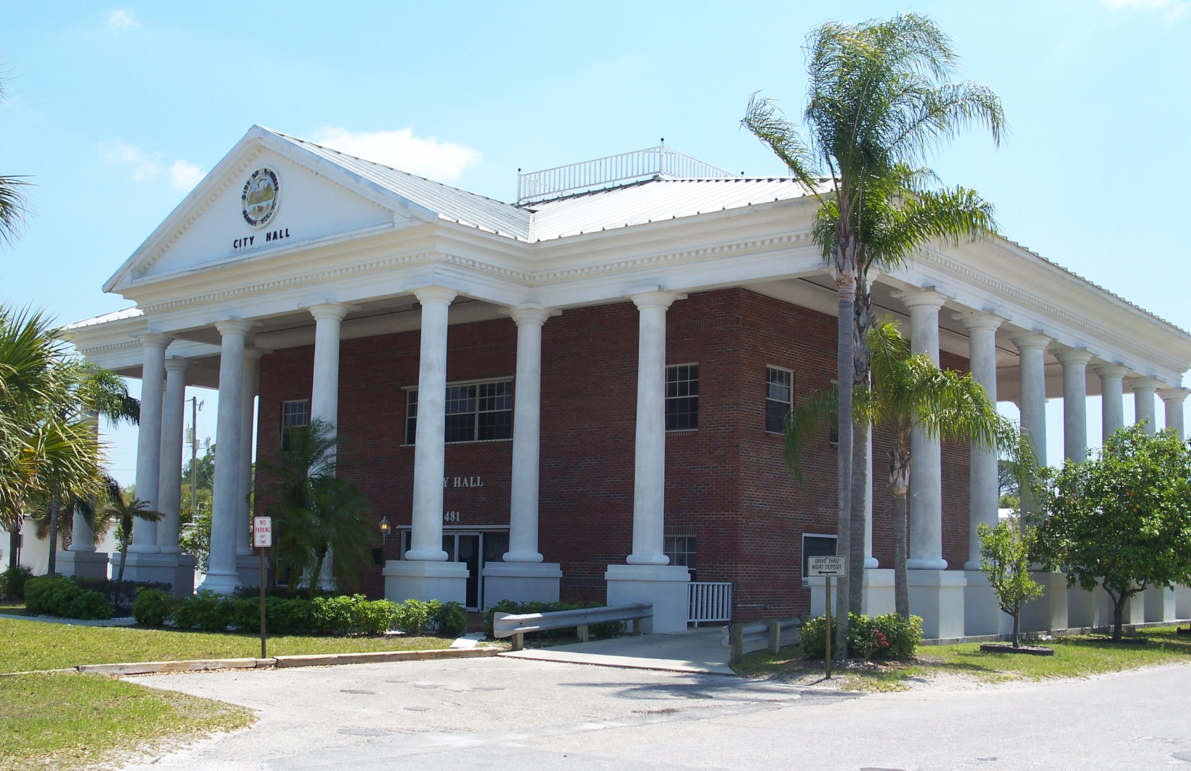 slideshow of City Hall in LaBelle, FL